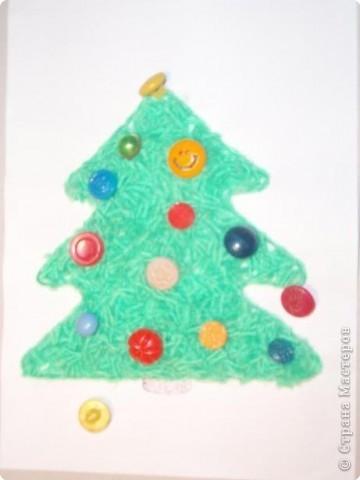 Такие елочки мы сделали в подарок бабушкам. Дополнили разноцветными пуговицами. фото 1