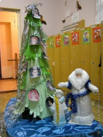 Такую ёлочку подарили родители и воспитатели деткам в младшей группе на Новый Год. фото 4