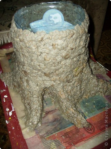 Кашпо под цветы в виде веселого пенька сделано в технике папье-маше из бумажной массы. фото 3