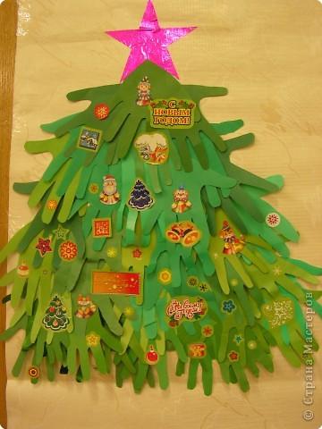 Ладошки 2-Б на новогодней ёлочке. фото 1