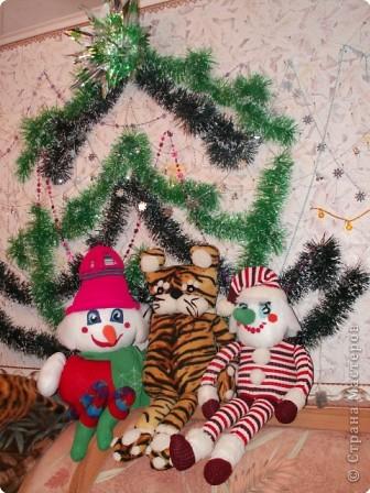 Так мы их усадили под елкой фото 1