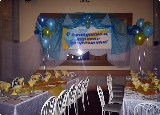 Вот так вот с помощью воздушных шаров и драпировок я оформляла фойе ДК к мероприятию))) фото 2