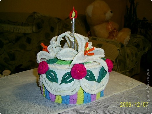 Праздничный торт от Татьяны Николаевны Просняковой поверг меня в шок, я никогда бы не додумалась придумать такую красоту. Идея пришлась ко двору. У моего папы скоро День Рождения и я решила что такой вот тортик станет великолепной упаковкой лждя подарка. Несколько часов усиленой работы и он готов.  фото 1