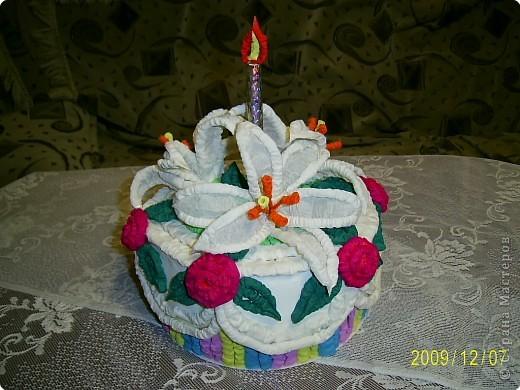 Праздничный торт от Татьяны Николаевны Просняковой поверг меня в шок, я никогда бы не додумалась придумать такую красоту. Идея пришлась ко двору. У моего папы скоро День Рождения и я решила что такой вот тортик станет великолепной упаковкой лждя подарка. Несколько часов усиленой работы и он готов.  фото 3