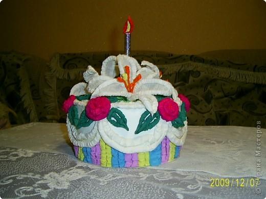 Праздничный торт от Татьяны Николаевны Просняковой поверг меня в шок, я никогда бы не додумалась придумать такую красоту. Идея пришлась ко двору. У моего папы скоро День Рождения и я решила что такой вот тортик станет великолепной упаковкой лждя подарка. Несколько часов усиленой работы и он готов.  фото 4
