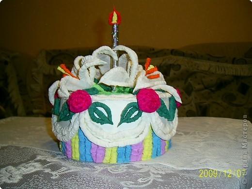 Праздничный торт от Татьяны Николаевны Просняковой поверг меня в шок, я никогда бы не додумалась придумать такую красоту. Идея пришлась ко двору. У моего папы скоро День Рождения и я решила что такой вот тортик станет великолепной упаковкой лждя подарка. Несколько часов усиленой работы и он готов.  фото 5