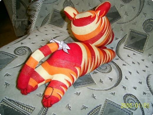 Вот это мой носочный тигр, хотя мои домашние считают что на ослика он похож больше)))) фото 3