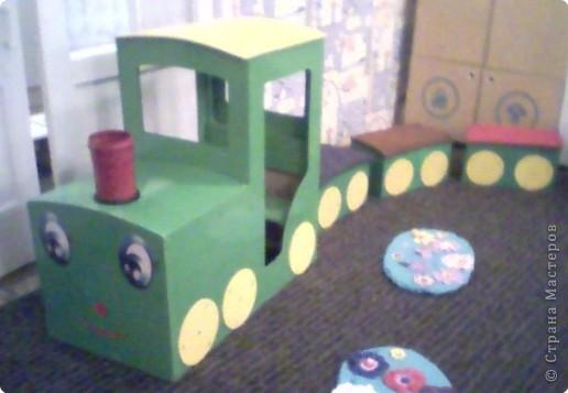 Этот паровоз сделал мой муж для 1-ой младшей группы. Детям очень нравится играть на этом паровозе. На нем мы ездим в различные путешествия. фото 2
