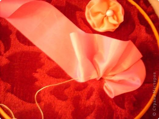 1).Ширина ленты зависит от вашего желания: какой размером желаете сделать цветок (большой, средний...) 2).Длина 25 - 35 см. 3).Подбор ткани для основы по качеству и цвету - это тоже ваше желание. На первом фото показан срезанный край ленты, чтобы удобно было вставлять в иглу. фото 5