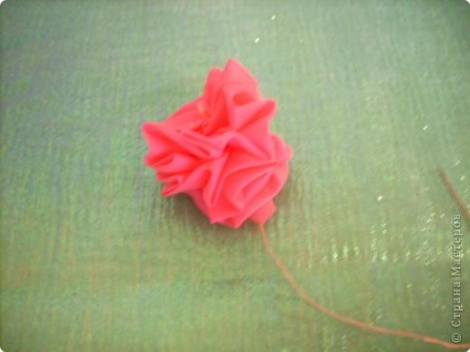 1).Ширина ленты зависит от вашего желания: какой размером желаете сделать цветок (большой, средний...) 2).Длина 25 - 35 см. 3).Подбор ткани для основы по качеству и цвету - это тоже ваше желание. На первом фото показан срезанный край ленты, чтобы удобно было вставлять в иглу. фото 13