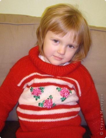 Связала дочурке вот такой свитерок. Это мой первый опыт в вязании. фото 3