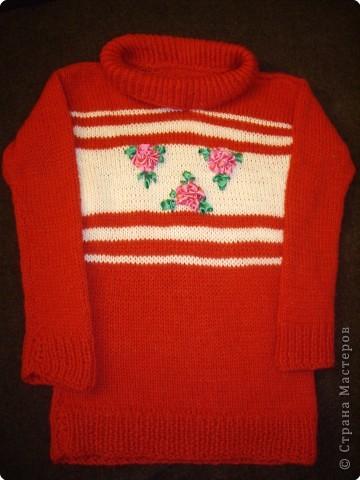Связала дочурке вот такой свитерок. Это мой первый опыт в вязании. фото 1