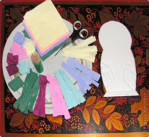 Хочу познакомить вас с новым видом торцевания, я его назвала вышивание по пенопласту салфетками с помощью зубочисток.Нам нужны разноцветные бумажные салфетки (из них я нарезала полоски по 1,5 см и квадратики 3 на 3 см); зубочистки (их нужно много, так как они часто ломаются и тупятся), пенопласт ( подойдёт потолочная плитка или упаковка для продуктов); ножницы. Вместо салфеток можно использовать нитки, лоскутки ткани.  фото 1