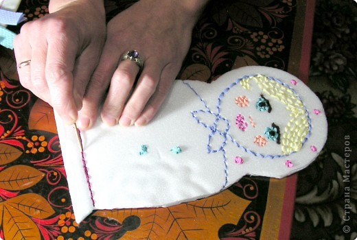 Хочу познакомить вас с новым видом торцевания, я его назвала вышивание по пенопласту салфетками с помощью зубочисток.Нам нужны разноцветные бумажные салфетки (из них я нарезала полоски по 1,5 см и квадратики 3 на 3 см); зубочистки (их нужно много, так как они часто ломаются и тупятся), пенопласт ( подойдёт потолочная плитка или упаковка для продуктов); ножницы. Вместо салфеток можно использовать нитки, лоскутки ткани.  фото 4