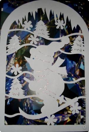 Очень понравились идеи украшать окна вырезанными из бумаги картинками.  фото 1