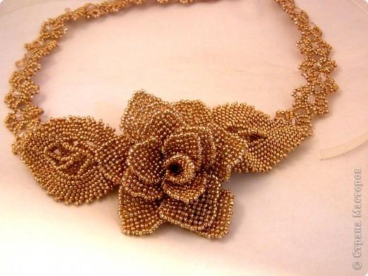 Бисероплетение: колье Золотая роза фото 2