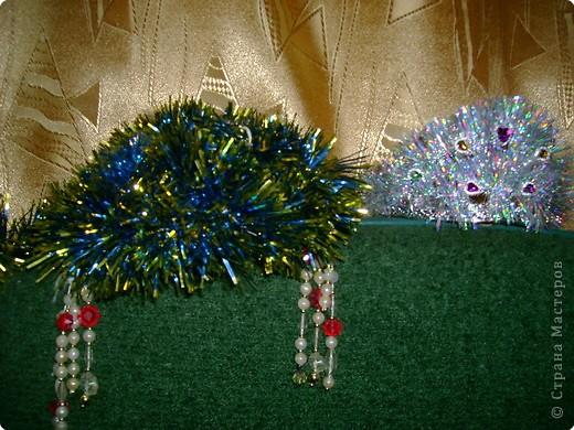 Выбирала корону из двух.Левую-делала сама-два года назад.Вторая-покупная.Немного приукрашена мишурой. фото 1