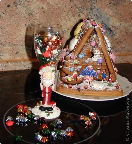 печенье в форме звёздочки спекли сами вафельную трубочку купили,ну и миндалинку тоже наше дело было только склеить глазурью фото 6