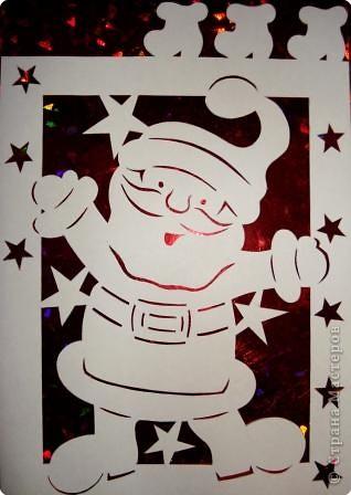 Вот такой Дедушка Мороз или Санта Клаус (кому как хочется) может украсить окошко в детской комнате. фото 1