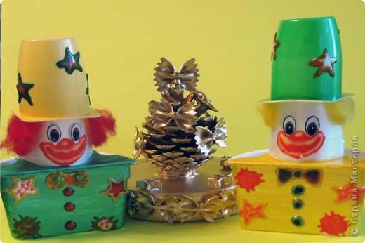 Новогодние сувениры. Так как сыну очень нравится дарить подарки, то продолжаем делать сувениры из подручных материалов. фото 1