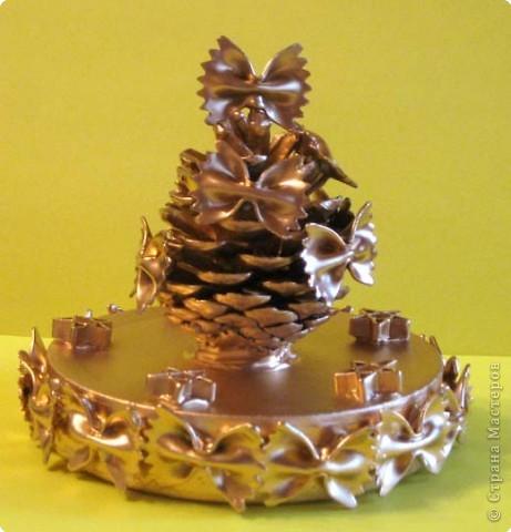 Новогодние сувениры. Так как сыну очень нравится дарить подарки, то продолжаем делать сувениры из подручных материалов. фото 2