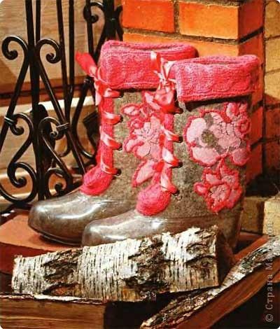 Правда классные валенки?!  Искала декор валенок и наткнулась на мастер-класс по росписи: http://domovenok.kz/2008/10/20/raspisnye-valenki/ фото 4