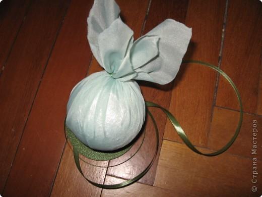 нашла дома пенопластовый шарик, обклеенный марлей, была какая-то старая елочная игрушка... фото 4