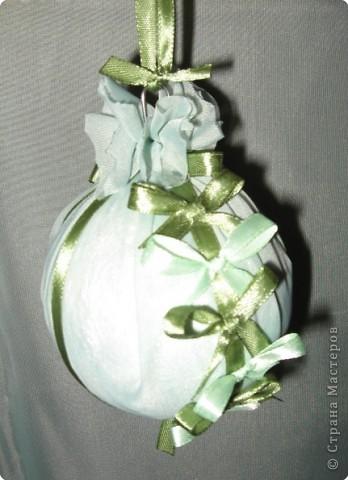 нашла дома пенопластовый шарик, обклеенный марлей, была какая-то старая елочная игрушка... фото 5