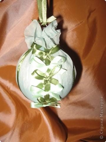 нашла дома пенопластовый шарик, обклеенный марлей, была какая-то старая елочная игрушка... фото 8