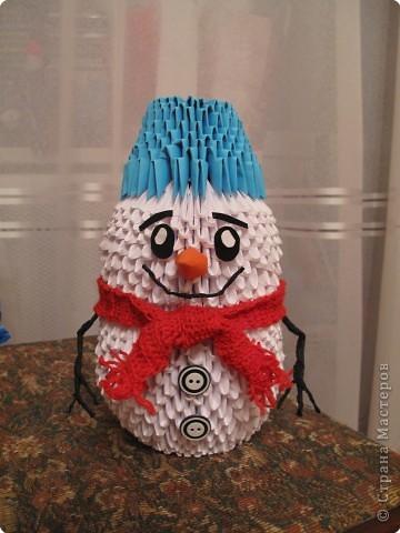 Вот и наш снеговичок. Знаю, что таких было много на сайте, пусть наш составит компанию. Уходит на конкурс в школу. фото 1