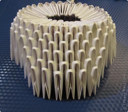 Сова из модулей благодаря красивым очкам выглядит очень умной.  Модульное оригами сова состоит из 433 белых...