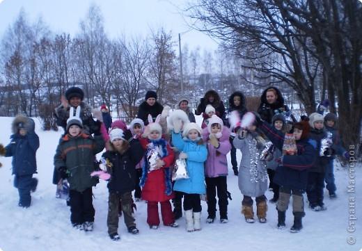 """Кроме традиционной школьной """"тёплой"""" ёлки мы с родителями моих первоклассников решили преподнести новогодний сюрприз """"Ёлка в школьном саду"""". фото 15"""