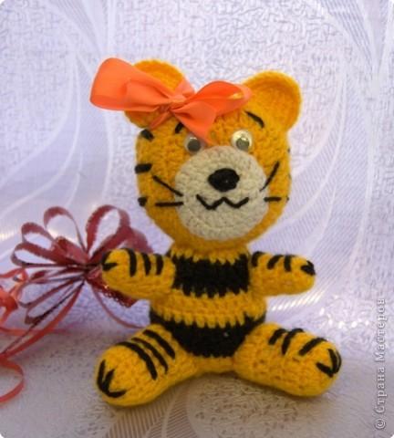 """Приглашаю вас  полюбоваться тиграми, сделанными учащимися нашей школы Это """"солнышко"""" связала Сысоева Яна фото 1"""