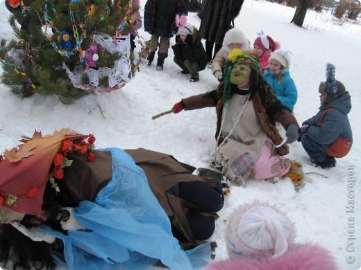 """Кроме традиционной школьной """"тёплой"""" ёлки мы с родителями моих первоклассников решили преподнести новогодний сюрприз """"Ёлка в школьном саду"""". фото 4"""