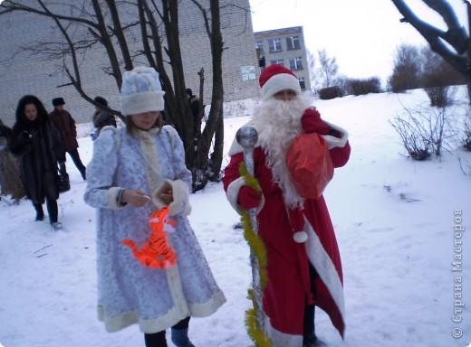 """Кроме традиционной школьной """"тёплой"""" ёлки мы с родителями моих первоклассников решили преподнести новогодний сюрприз """"Ёлка в школьном саду"""". фото 5"""