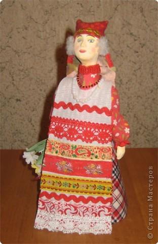 """Куклы являются наглядным пособием к уроку изобразительного искусства по теме: """"Народная праздничная одежда"""". Основа куклы- конус, голова слеплена из глины и раскрашена, костюм - ткань, тесьма. фото 4"""