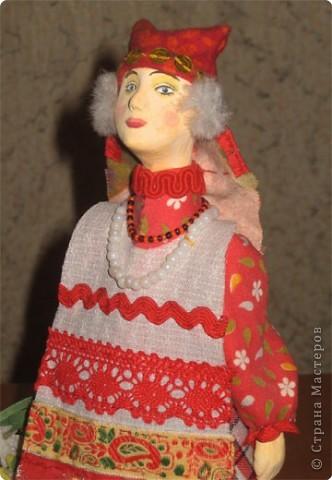 """Куклы являются наглядным пособием к уроку изобразительного искусства по теме: """"Народная праздничная одежда"""". Основа куклы- конус, голова слеплена из глины и раскрашена, костюм - ткань, тесьма. фото 5"""