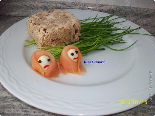 300 гр. филе свежей рыбы 50 гр крем или густая сметана 2 белка 1 ст. ложка сок лимона соль, перец немного сушёные томаты мелко порезанные 1 ложка паприка порошок  фото 1