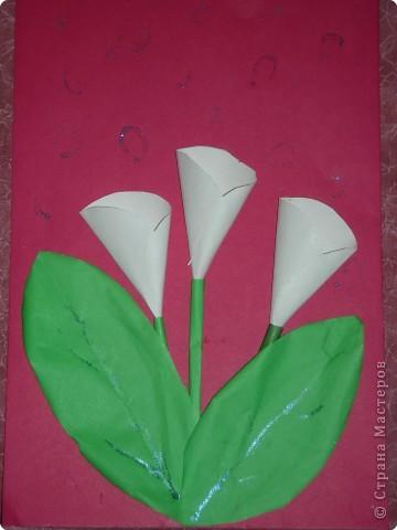 Открытка . Работа дочки .Ей было 4-5 лет. Педагог Иванова В.Н. Цветы сделаны из кружков и овалов...