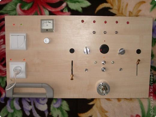 Вот такую доску мой муж сделал для нашего младшего сынули,ни одна кнопочка не нажимается просто так,каждая выполняет свою функцию. фото 1