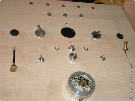 Вот такую доску мой муж сделал для нашего младшего сынули,ни одна кнопочка не нажимается просто так,каждая выполняет свою функцию. фото 2