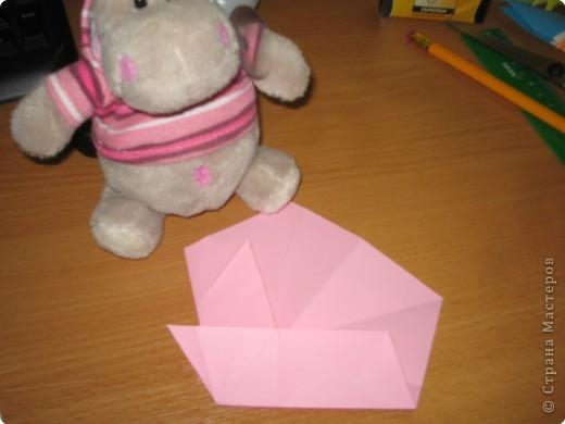 Вот такие розочки я нашла на просторах интернета и сразу же загорелась желанием сделать такую же. Нам понадобится пятиугольник.  Розочка состоит из 4-х вставочек (наших пятиугольников) и серединки. Размеры я брала 18см., 17см., 16см., 15см. и серединка 12 см. фото 3