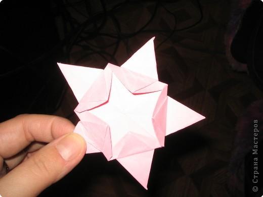 Вот такие розочки я нашла на просторах интернета и сразу же загорелась желанием сделать такую же. Нам понадобится пятиугольник.  Розочка состоит из 4-х вставочек (наших пятиугольников) и серединки. Размеры я брала 18см., 17см., 16см., 15см. и серединка 12 см. фото 7