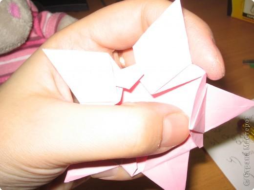 Вот такие розочки я нашла на просторах интернета и сразу же загорелась желанием сделать такую же. Нам понадобится пятиугольник.  Розочка состоит из 4-х вставочек (наших пятиугольников) и серединки. Размеры я брала 18см., 17см., 16см., 15см. и серединка 12 см. фото 8
