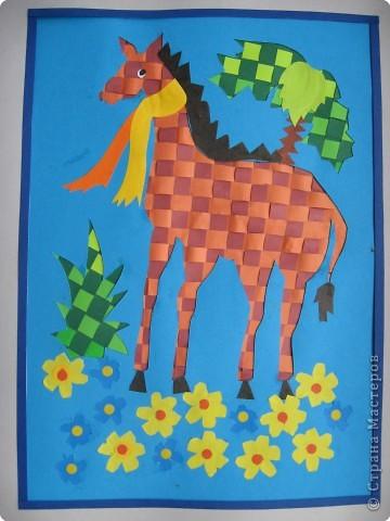 """Случайно в руки попалось пособие для занятий с детьми """"Волшебные коврики"""" А.В.Белошинской и О.Г.Жуковой. На ее основе мы с детьми сделали следующие работы. фото 3"""