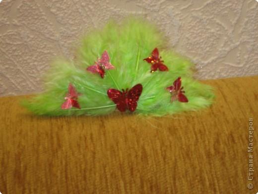 Резиночка с перьями фото 3