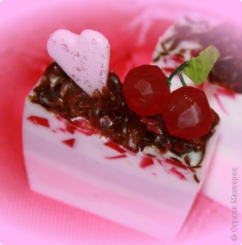 """Вкусная Валентинка. Мыло-""""Вишневый тортик"""". Смешанная техника. фото 2"""