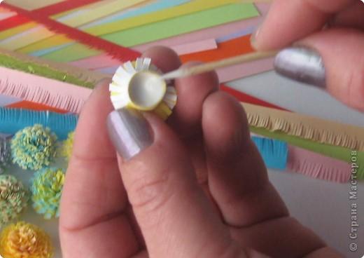 К моему МК пасхального яйца было много вопросов по поводу бахромчатых цветов. Решила отснять небольшой МК, чтобы было более понятно. Не судите строго. Как поется в песне: «Я его слепила из того, что было». А помогала в съемке дочка, поэтому не все фото вышли хорошего качества. И еще… я деревенский житель – простите за «маникюр» (может быть поэтому некоторые стесняются снимать МК?) фото 13