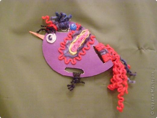 вот такие птички из картона и ниток, делали с детками старших групп. фото 1