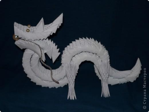 Китайский дракон:  Всего использовано 811 треугольных модулей размером примерно 37×53 мм. Это примерно около 26 листов формата А4. фото 31